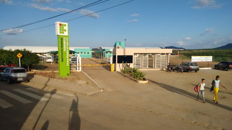 http://www.ifpe.edu.br/campus/afogados/arquivos/img_20150429_162512569.jpg/@@images/cf0ddaa4-0fdb-4043-8cf3-ed18cac9cd67.jpeg