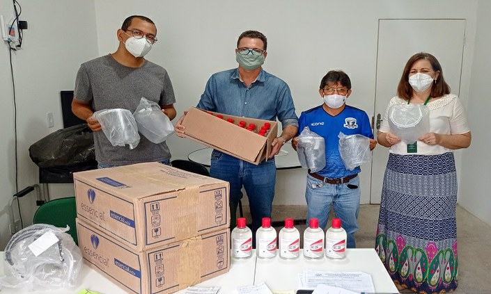 Campus Barreiros realiza doação de itens de proteção contra a Covid-19