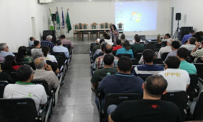 Campus Belo Jardim recebe visita da Reitoria Itinerante