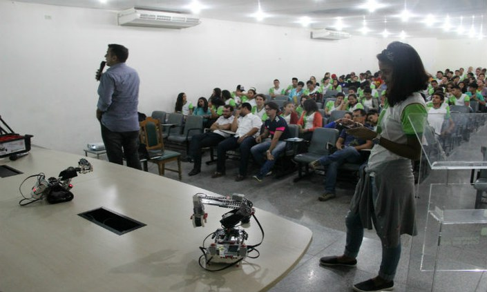 Estudantes do IFPE-Belo Jardim participam de palestra sobre Robótica