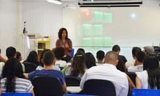 A historiadora e socióloga Alyne Nunes, em debate no CineClube Inclusão