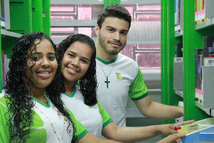 Estudantes Cabo.jpg