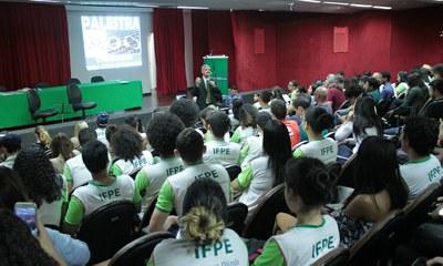 Ação foi promovida pela DAE, no Campus Recife, como parte da comemoração do Dia do Estudante